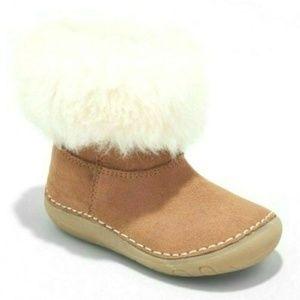 OshKosh Tan Faux Fur Trim Cozy Boots Size 2